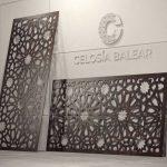 Placa de fachada y cubierta de corte arábico